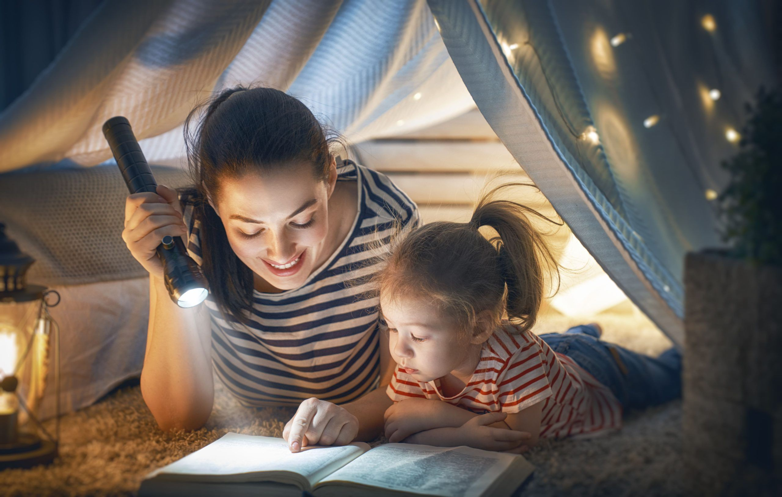mom-and-child-reading-book-2XSMHNJ-min